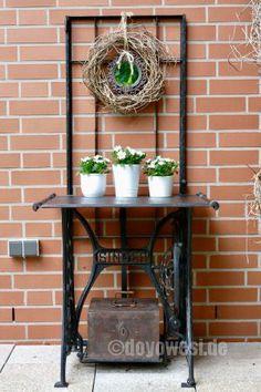 Fensterflügel+Nähmaschinengestell+Ofenplatte Vom Schrott   Karin Urban    NaturalSTyle Schrott, Garten Anpflanzen