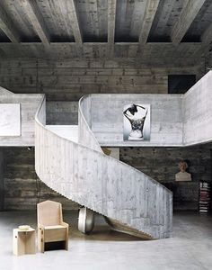 Concrete for everything in this space. Concrete detailing on the ceiling. A beautiful concrete helical staircase as the focal point. Anything is possible with concrete. Concrete Stairs, Concrete Forms, Concrete Art, Wooden Stairs, Architecture Design, Amazing Architecture, Interior Stairs, Interior And Exterior, Balustrades