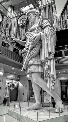 Escultura del Cesar Augusto en el centro comercial de Puerta Cinegia, Zaragoza España.
