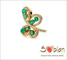 Cine spune că fluturii nu zboară toamna? Fluturii iubirii nu au anotimp. http://sabion.ro/shop/