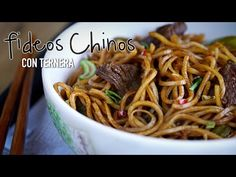 """Ya han pasado algunos meses desde que preparé la receta de """"Chow Mein de pollo"""", un plato clásico de fideos fritos de la cocina china. He recibido muchas peticiones para preparar alguna otra variedad y os quiero decir que existen infinidad de platos y versiones diferentes, que iremos preparando poco a poco. Si os gustó"""