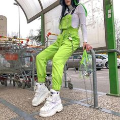 Neon Outfits, Grunge Outfits, Cute Outfits, Fashion Outfits, Fashion Women, High Fashion, Ropa Color Neon, Pantalon Orange, Overall Jumpsuit