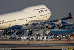 N669US Delta Boeing 747-400