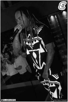 """NGA dá o rosto a marca francesa """"LEEF"""" ao lado de Chris Brown http://angorussia.com/entretenimento/fama/nga-da-o-rosto-a-marca-francesa-leef-ao-lado-de-chris-brown/"""