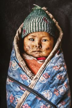 Mongolian nomadic baby, by Steve Mc Curry.