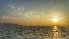 08   Aug. 18:39 もやでかすむ夕暮れの博多湾です。 気温29.8℃、湿度82%。風があるので涼しく感じます。 Evening  at  Hakata bay in Japan