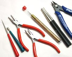 Jewelry Making Tools: pliers, cutters, mandrels, crimpers, files and many others for specific tasks. Wire Jewelry, Jewelry Crafts, Jewelry Making Tools, Jewellery Making, Diy Jewelry Inspiration, Selling Jewelry, Jewelry Supplies, Crafting, Diy Accessories