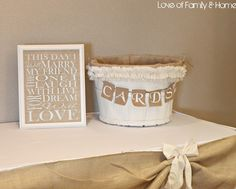 @Michelle Klimaski//cute gift table idea