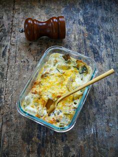 Aujourd'hui je vous propose une recette de gratin de blettes au parmesan. Je profite de cuisiner des blettes pendant qu'on en trouve encore un peu car cela devient de plus en plus compliqué avec les derniers gels qu'il y a eu ces derniers jours. A l'occasion d'une prestation réalisée pour le Salon de l'Agriculture sur … Parmesan, Lasagna, Sausage, Keto, Cooking, Occasion, Ethnic Recipes, Agriculture, Hui