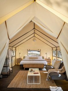 Glamping tent at the AutoCamp Yosemite designed by Anacapa Architecture, & Geremia Design Yosemite Park, Yosemite Camping, Glamping, Luxury Tents, Luxury Camping, Camping Con Glamour, Hotel Boutique, Parque Natural, Park Lodge