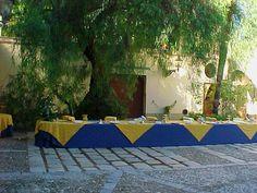"""Villa Martorana Genuardi Tipico esempio di """"Baglio"""" dell'agro palermitano, costituito da una costruzione cinquecentesca di tipo agricolo con caratteristiche difensive.  Nel corso del XVIII secolo subì alcune modifiche e fu adibito a residenza estiva dei nobili proprietari.  Da ammirare all'interno gli ampi saloni, le scuderie e la galleria in cui sono esposte interessanti collezioni di ceramiche, porcellane, carrozze... e all'esterno """"gazebo"""", ampie terrazze e giardino."""