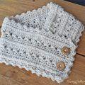 Primrose and Proper easy, free, crochet cowl pattern.