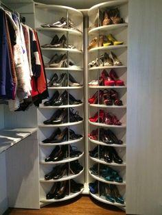 Meu Primeiro Apêzito: Inspiração para closet: Sapateira Giratória!