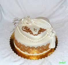 simple wedding cake with gold lace - jednoduchá svadobná torta so zlatou krajkou