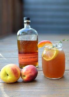 Бурбон – отличный компонент для домашнего ликера из персиков!