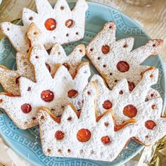 Learn how to make crown cookies! These cute-as-a-button sugar cookies filled with jam and topped with powdered sugar are the perfect thing to serve at a Royal Wedding Watch Party - or a baby shower! Crown Cookies, Sugar Cookies, Vanilla Scones Recipes, Tutu Cakes, Make A Crown, Afternoon Tea Recipes, Grab And Go Breakfast, Tea Sandwiches, Brunch Recipes