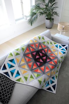 Pomada: Stained glass Quilt Baby, Colchas Quilt, Bargello Quilts, Quilt Blocks, Quilting Projects, Quilting Designs, Sewing Projects, History Of Quilting, Sewing Machine Quilting