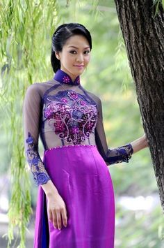 Ao Dai Ren - RD416  / Cool weather and not rain, this is the great month to visit Vietnam, let's grab the luggage and go :) / http://aodaihoanguyen.com/ao-dai/ao-dai-ren-da/chi-tiet/2587-ao-dai-ren-da-rd416#.UHPLQKNKY80