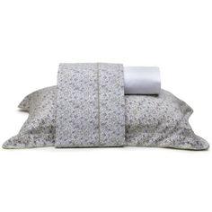 Romântico, o jogo de cama padrão solteiro Floral Liberty é composto por três peças (dois lençóis e uma fronha) confeccionadas em tecido 200 fios (100% algodão). À venda na M.Martan (www.mmartan.com.br)