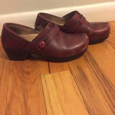 Dansko burgundy platform clogs. Size 9 If you work on your feet, these are the best shoes you can buy. And they make your legs look amazing. A few scuffs on the toe- but mintiess of conditions otherwise Dansko Shoes Mules & Clogs