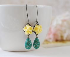 Beautiful yellow flower bouquet and turquoise teardrops earrings. These earrings are made from gorgeous vintage style lucite teardrop beads in turquoise color and detailed yellow resin flower bouquet cabochons. The lucite bead measures 18 x11mm, has beautiful gold etched design. Yellow flower cabochons are securely attached to antique brass filigrees, hang from antique brass long kidney ear wires.  Total length of these earrings is aprox. 2.7 (70mm). I have more earrings made from these…