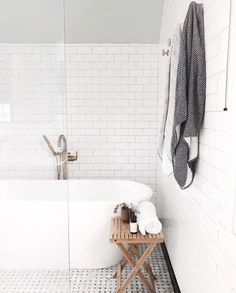 30 Quick and Easy Bathroom Decorating Ideas Modern Bathroom, Small Bathroom, Master Bathroom, Large Floor Tiles, Rustic Vanity, Spa Towels, Bathroom Storage Shelves, Upstairs Bathrooms