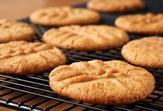 An easy recipe for peanut butter biscuits using only a few ingredients. Peanut Butter Biscuits Recipe from Grandmothers Kitchen. Butter Biscuits Recipe, Peanut Butter Biscuits, Gluten Free Peanut Butter Cookies, Biscuit Recipe, Peanut Cookies, Buttermilk Biscuits, Sugar Cookies, Lactation Cookies, Fodmap Recipes