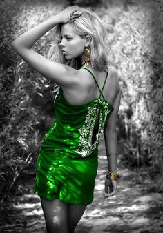 Kobieta i kolor zielony - Beautiful colorful pictures i animation Color Splash, Color Pop, Splash Art, Style Vert, Danielle Knudson, Splash Photography, Elizabeth Olsen, Elizabeth Gilbert, Black And White Pictures