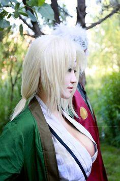 Tsunade cosplay - wish I could see Jiraya behind her