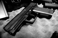 Beweismittel aus Verfahren gegen Waffenhersteller SIG Sauer gestohlen. Gegen die Firma #SIG #Sauer in #Eckernförde ermittelt die #Staatsanwaltschaft seit #Monaten wegen des #Vorwurfs #illegaler #Ausfuhren von #Pistolen.