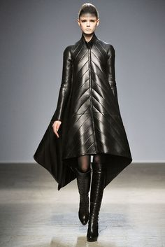 Gareth Pugh Fall 2010 Ready-to-Wear Collection Photos - Vogue