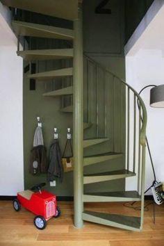 Transformer un escalier vieillot en escalier déco, c'est possible, alors à vos pinceaux.
