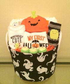 This adorable Baby's First Halloween outfit set is absolutely adorable! Includes: 20 size 1 Huggies diapers in base of basket, My First Halloween bib, 6 baby washcloths, Monstrously cute Carter's This adorable Baby Boy Gift Baskets, Baby Boy Gifts, Gifts For Boys, Halloween Gift Baskets, Halloween Gifts, Halloween Stuff, Holiday Baskets, Halloween 2014, Halloween Decorations