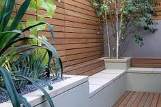 Modern Gardening Modern Garden - raised beds and screening - Your small patio garden design can contain many charming and stylish details and contrasts, inspired by backyard or front yard landscaping ideas, developed by professionals Garden Design London, Small Garden Design, Patio Design, London Garden, Small Outdoor Patios, Small Patio, Outdoor Living, Outdoor Spaces, Garden Seating