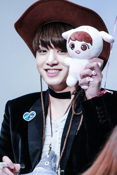 Kookie is melting my heart 💜💜 Seokjin, Namjoon, Taehyung, Hoseok, Kookie Bts, Jungkook Oppa, Yoongi, Bts Bangtan Boy, Jungkook 2016