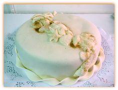 Torta para matrimonio civil en el mar...Delicada y maravillosa torta de ciruelas, nueces y especias, rellenas de manjar!!!