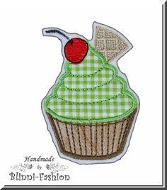"""""""Cupcakes""""    zuckersüßer aber kalorienfreier Cupcake gestickt auf Baumwollstoff und Filz.    Super zum Aufpeppen von Shirts, Jacke, Mütze, Sweater,"""