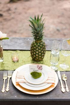 Hawaiian-inspired place setting | Photo by Autumn L. Rudolph Photography