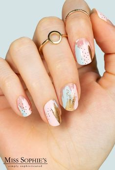 With this design, you& be an absolute trendsetter! For Paint It Gold! conjures a manicure like a trendy Nail Artist to your fingertips. Nail Art Cute, Easy Nail Art, Cute Nails, Pretty Nails, Hair And Nails, My Nails, Gold Nails, Stylish Nails, Nagel Gel