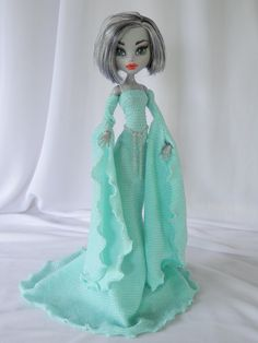 This isn't an Ever After High doll, but the gown is too gorgeous not to pin!