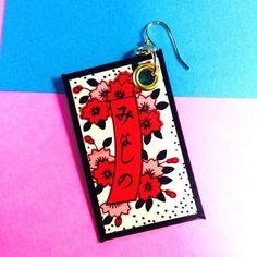 花札のピアスです。和風(日本風)な存在感で、かっこいい&可愛いお洒落を楽しめます。大きいので、片耳だけに付けるとスッキリしておしゃれなので片耳付けをお勧めして...|ハンドメイド、手作り、手仕事品の通販・販売・購入ならCreema。