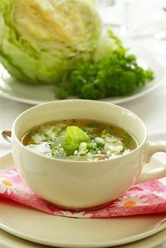 Холодный суп из щавеля с огурцами и яйцами