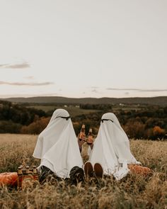 Halloween Series, Halloween Pictures, Fall Pictures, Creative Photoshoot Ideas, Photoshoot Themes, Fall Family Photos, Fall Photos, Engament Photos, Halloween Photography