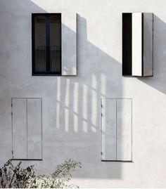 Volets (plus ou moins) accordéon dans la tonalité du mur - Moussafir Architects, social housing and artist studio project. Paris