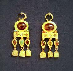 Gold earrings ( Iran Nineveh, 1st century AD) - British Museum
