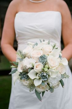awesome 46 Elegant Rose Winter Bouquet Wedding Ideas  http://lovellywedding.com/2017/11/14/46-elegant-rose-winter-bouquet-wedding-ideas/