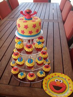 Mossy's Masterpiece - Tim's 40th Birthday ELMO cake & cupcakes made to match the party plates. by Mossy's Masterpiece cake/cupcake designs, via Flickr