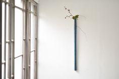 ・ ・ 富井貴志展 作品紹介 ・ ・ 青漆掛花入 ・ 木地 : ホオノキ ・ size : L780mm ・ price : 30,000-(+tax) ・ ※ガラスの落としが付属します。 ・ 和室にも洋室にも合う色合いです。 ・ ・ #富井貴志 #TakashiTomii #woodwork #woodworks #woodbowl #木工 #器 #うつわ #漆 #漆器 #色漆 #花器 #花入...