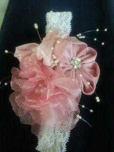 Banda del pelo con flores de tela