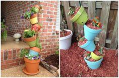 déco de jardin en pots en terre cuite suspendus et fleurs
